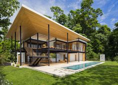 Benjamin Garcia Saxe Architecture recently completed the eco-friendly Terrace House that boasts spectacular views of the ocean and jungle in Costa Rica. Houses In Costa Rica, Architecture Design, Container Architecture, Green Architecture, Jungle House, Puntarenas, Steel House, Eco Friendly House, Tropical Houses