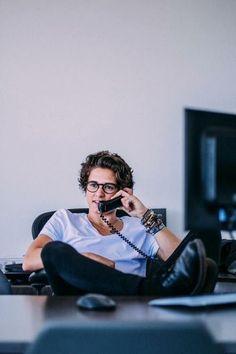 Brad with glasses is like....ohhh myyy godddddd