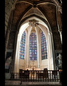 Inside Chartres cathedral - This is the chapel holding the 'Camisa de Notre Dame.  The famous relic of Chartres.  BUT notice the two statues on either side of the chapel: Noli me tangere!  Mary MAGDALENE... a mystery..here.