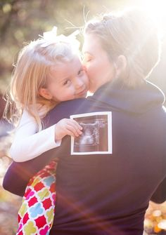 Adorable way to announce that you are expecting! Big-sis baby announcement - with Daddy in background! 2nd Pregnancy Announcements, Baby Number 2 Announcement, Big Sister Announcement, Pregnancy Announcement Photos, Pregnancy Photos, Maternity Pictures, Baby Pictures, Second Pregnancy, Foto Baby