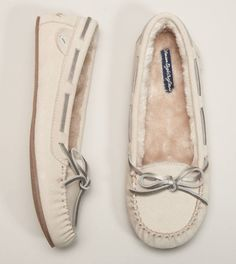 American Eagle tied suede moccasins I WANT. Victoria get me these for xmas! Cute Shoes, Me Too Shoes, Shoe Boots, Shoes Heels, High Heels, Kinds Of Shoes, Combat Boot, Crazy Shoes, Justin Boots
