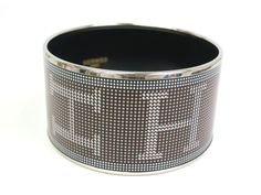 Hermes Cloisonne Bangle Cloisonne/Metal Silver/Black 20cm(BF064410). All of eLADY's items are inspected carefully by expert authenticators who have years of experience. For more pre-owned luxury brand items, visit http://global.elady.com