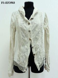 giacca in cotone con rifiniture un tulle ricamato e crepon di seta tutto tinto freddo