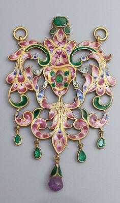 Iran | Qajar openwork pendant; gold, enamel, emeralds and amethyst | 19th century | 6'000€ ~ sold (May '13)