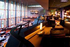 Kasuke, un restaurant Kaiseki à l'architecture unique Restaurant Design, Conference Room, Architecture, Unique, Table, Furniture, Home Decor, Homemade Home Decor, Meeting Rooms