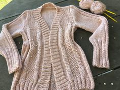 Cardigan Rose com Pérolas Cardigan Rosa, Knit Cardigan Pattern, Knitting, Fashion, Crochet Coat, Pink Trench Coat, Knitted Hats, Knit Cardigan, Punch Needle Patterns