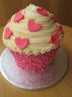 Buttercup's signature giant cupcake cake with hearts and pink chocolate curls Big Cupcake, Giant Cupcake Cakes, Mini Cakes, Cup Cakes, Valentines Cakes And Cupcakes, Valentine Cake, Cute Cupcakes, Dessert Bread, Cake Shop