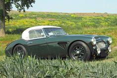 Austin Healey - the illest hard top around. British Sports Cars, Classic Sports Cars, Classic Cars, Vintage Cars, Antique Cars, British Steel, Austin Healey, Automotive Design, Automotive Engineering