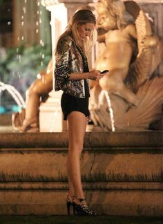 Blake Lively as Serena Van Der Woodsen in Gossip Girl Gossip Girls, Moda Gossip Girl, Estilo Gossip Girl, Gossip Girl Outfits, Gossip Girl Fashion, Look Fashion, Gossip Girl Serena, Gossip Girl Style, Gossip Girl Clothes