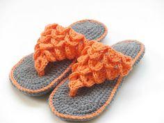 Woman's Crocodile Stitch Slippers Crochet Pattern, 4 sizes , #crochetpattern #slipperpattern #crochet