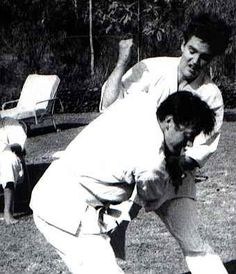 Elvis practicing his karate skills in the backyard of his rented house at 565 Perugia Way in Bel Air, Los Angeles, CA in March 1961. Elvis was first exposed to Karate in 1958 after he was drafted into the army and went through basic training in Fort Hood, TX. His first formal karate teacher was a German shotokan stylist named Juergen Seydel (September 12, 1917 - August 3, 2008). Also see: https://www.crowdfunding-bad-nauheim.de/online-museum/elvis-karate/