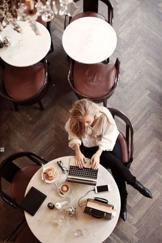 Geld besparen? Dit kun je al direct doen! - Suzanne-Elisa.nl   #positive #mindset #flow #positivemindset #plannergirl #fantastischedag #plannerjunkie #positivecoach #life #money #moneymind #lifestyle Intelligent Design, Saving For Retirement, Early Retirement, Retirement Planning, Make Money From Home, Way To Make Money, Pants Outfits, Coffee Shop, Coffee Cups