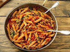 Paste Arrabiata   Retete culinare - Romanesti si din Bucataria internationala Vegan Recipes, Cooking Recipes, Tasty, Yummy Food, Food Categories, Tortellini, Pasta Salad, Macaroni And Cheese, Gnocchi
