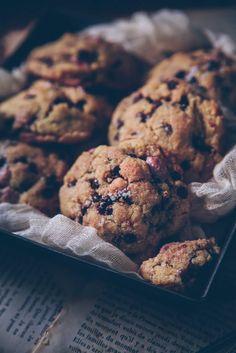 Cookies aux pépites de chocolat & fleur de sel • by Confit Banane • Cookies Et Biscuits, Sweets, Desserts, Active, Hui, Comme, Food, Kitchen, Instagram
