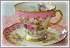 Beautiful Foley gold trimmed pink teacup!