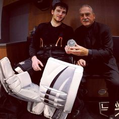 Jonathan Quick surpasses the legendary Rogie Vachon for most wins in Kings franchise history