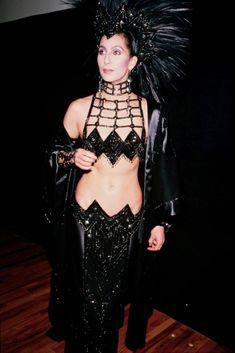Portrait of Cher at the Oscars, wearing an outfit by Bob Mackie. Get premium, high resolution news photos at Getty Images Peplum Gown, Valentino Gowns, Red Carpet Gowns, Dressed To The Nines, Bob Mackie, Vanity Fair Oscar Party, Mug Shots, Cool Costumes, Fashion Beauty