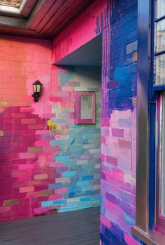 A residential home has been used as a giant art canvas, with a vibrant, abstract design painted on the bricks in a color palette of pink, blue and metallic. Wall Decor, Room Decor, Paint Designs, Wall Murals, Wall Art, Interior And Exterior, Street Art, Interior Decorating, Decoration