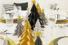 DIY Christmas Decoration Ideas With Origami Paper – Home and Apartment Ideas Creative Christmas Trees, Beautiful Christmas Decorations, What Is Christmas, Gold Christmas, Simple Christmas, Christmas Holidays, Christmas Origami, Christmas Crafts, Christmas Party Drinks
