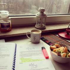 Na wykład zaspałam to chociaż pouczę się biochemii od rana a za oknem w końcu porządnie pada śnieg☃️❄️ #biochemistry #studymotivation #studying #studygram #medstudent #med #medlife