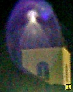 """MEDJUGORJE - [01 de 02 (DUAS) FOTOS INÉDITAS CAPTURADAS defronte a Igreja de São Tiago, em que a 'RAINHA DA PAZ' #APARECE envolta num Globo de Luz Azulado'""""]- Belíssima. ."""
