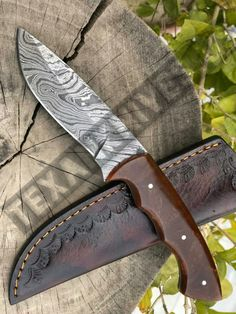 Total length is handle made of resin with come to beautiful leather sheath Skinning Knife, Damascus Steel, Hunting, Leather, Handmade, Beautiful, Hand Made, Fighter Jets, Handarbeit