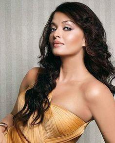 The stunning beauty Aishwarya Rai Bachchan . @filmywave  #AishwaryaRaiBachchan #AishwaryaRai #celebrity #bollywood #bollywoodactress #bollywoodactor #actor #actress #star #fashion #fashionista #bollywoodfashion #bollywoodstyle #glamorous #hot #sexy #love #beauty #instalike #instacomment #filmywave