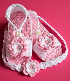 Sandalias con diademas de ganchillo para bebé