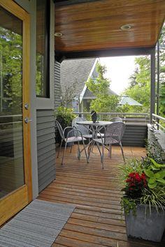 Seattle, WA: Lisa Hebner - craftsman - porch - seattle - by Sarah Greenman Craftsman Porch, Craftsman Style, Building A Porch, Bold Wallpaper, Outdoor Spaces, Outdoor Decor, Outdoor Ideas, Wood Cladding, Brick Facade