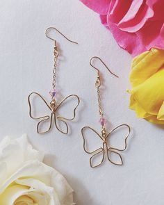 Butterfly Kisses hand formed wire butterfly earrings with Swarovski Wire Jewelry Rings, Wire Jewelry Designs, Handmade Wire Jewelry, Ear Jewelry, Cute Jewelry, Wire Wrapped Jewelry, Jewelry Crafts, Beaded Jewelry, Jewelry Making