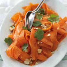 Spiced carrot & cashew salad