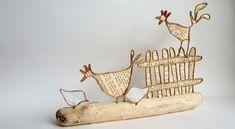 Le coq & co - La fée Tonnante - Map Crafts, Wire Crafts, Diy And Crafts, Arts And Crafts, Wire Ornaments, Easter Cross, Coq, Wire Art, Art For Kids