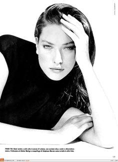 Vogue IT - Che tipo di maglietta nera - Tatiana Patitz - May 1987                                                                                                                                                                                 More
