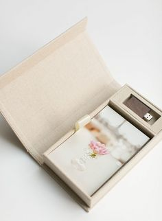 Photography branding print USB box.