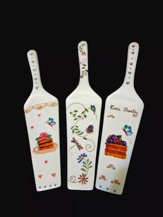 pala de torta de porcelana pintada a mano Ceramic Spoons, Pintura Country, China Painting, Projects To Try, Palette, Ceramics, Cupcake, Tableware, Crafts