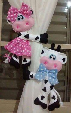 Felt Crafts, Easy Crafts, Diy And Crafts, Felt Cake Tutorial, Felt Doll Patterns, Cow Pattern, Felt Wreath, Love Craft, Felt Dolls