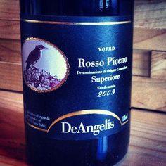 La « reco de Caro » cette semaine:  De la région moins connue des Marches en Italie, nous vous proposons le Rosso Piceno Superiore de la Tenuta de Angelis.  L'assemblage de montepulciano et de sangiovese fait de lui le compagnon parfait pour notre menu! Cerise, fruits des champs, épices et une touche de bois.   Au verre ou à la bouteille, essayez-le avec notre penne rustica!  cc Vignôme