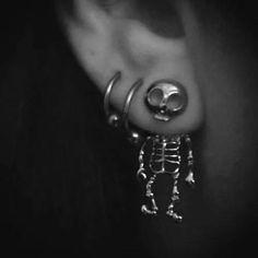 jewels skull earrings silver cool skeleton earphones jewelry bones funny skeleton earring scull earings cute scary gold hipster ear idk love more skull body jewelry piercing halloween accessory skull earrings grunge grunge jewelry Piercings Bonitos, Body Piercings, Piercing Tattoo, Ear Piercings Gauges, Lobe Piercing, Soft Grunge, Halloween Accessoires, Different Ear Piercings, Bling