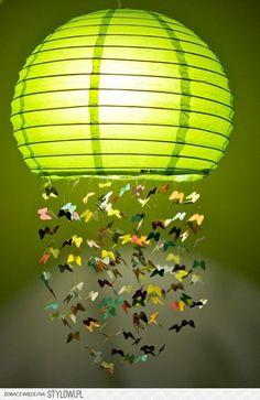 Lámpara de papel con mariposas