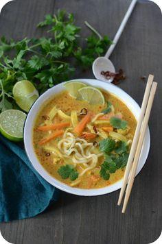 Ramen Thaï au Poulet - The Best Asian Recipes Ramen Noodle Recipes, Easy Soup Recipes, Pork Recipes, Asian Recipes, New Recipes, Cooking Recipes, Healthy Recipes, Ethnic Recipes, Noodle Soup