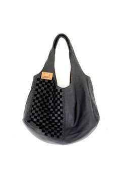 BAHA. Shoulder bag / leather tote. Available in different leather colors.