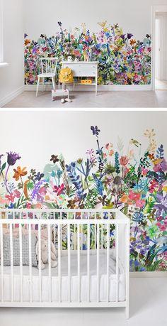 Flower Power im Kinderzimmer macht gute Laune und lässt den Sommer zur Tür rein. #wandgestaltung #flowerpower #blumenwiese #kinderzimmer