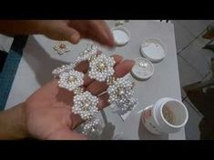 Rosa de fitas . Fita com buquê de rosas. Kansasi MK / DIY - YouTube Beaded Jewelry Patterns, Embroidery Jewelry, Beaded Embroidery, Beading Patterns, Beaded Flowers, Fabric Flowers, Bead Crafts, Diy And Crafts, Beading Tutorials