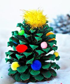Easy Pinecone Christmas Craft | This pine cone craft is a great Christmas craft for kids!