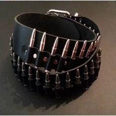 cinturón de cuero, con bala grande