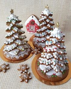 Image Article – Page 285626801353213604 Fruit Christmas Tree, Christmas Tree Cookies, Christmas Food Gifts, Christmas Gingerbread, Christmas Goodies, Holiday Cookies, Christmas Desserts, Christmas Baking, Gingerbread Cookies