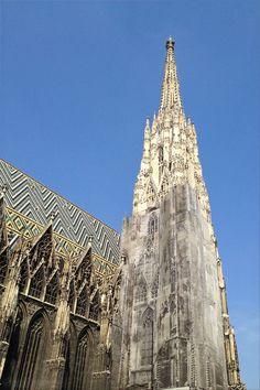 Beautiful Stephansdom at Stephansplatz – Vienna/Wien, Austria/Österreich