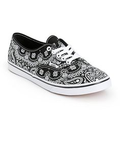 Get classic with your style with these low-=top shoes that feature a slim silhouette and a durable canvas upper covered in a black and white bandana print.