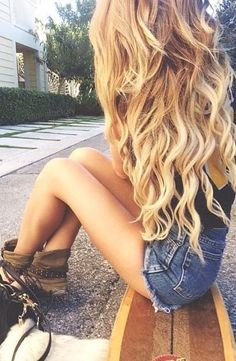 amazing long blonde hair.....might try some extensions myself soon :)