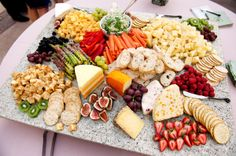 Crudités and cheese platter - nice spread, would look great atop large green leaves or lettuce...